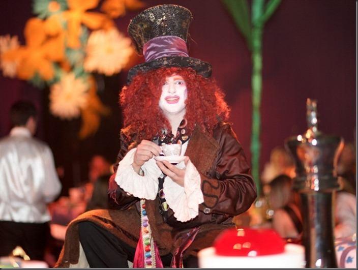 Dine---Alice-In-Wonderland-13_thumb1